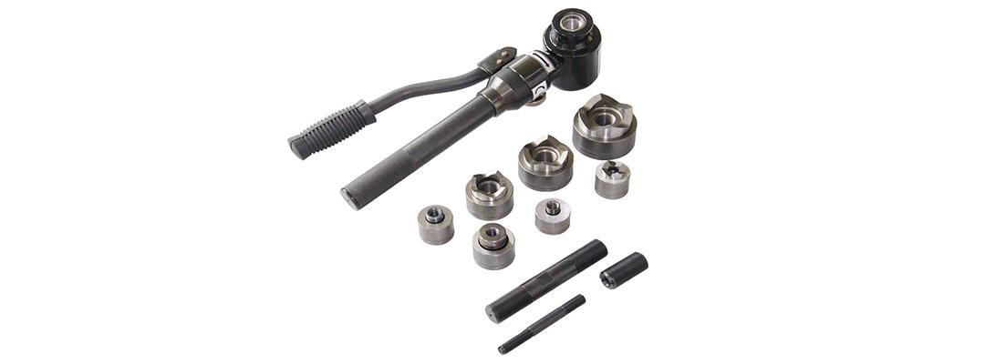 Håndbetjente lokkeværktøjer – stans huller også i allerede monterede skabe!